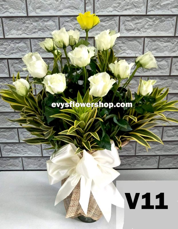 V11, vase of roses, roses, vase arrangement, vase, vase of flowers, flower delivery, flower delivery philippines