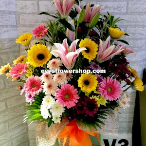 V3, vase of mixed flowers, spring flowers, vase arrangement, vase, vase of flowers, flower delivery, flower delivery philippines